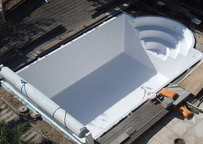 Réfection piscine rectangulaire finition en blanc